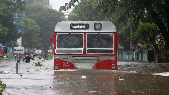 mumbai-bus-flooding